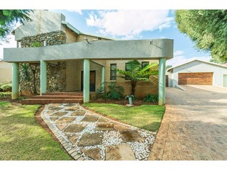 8 Properties and Homes For Sale in Florida Park, Roodepoort, Gauteng