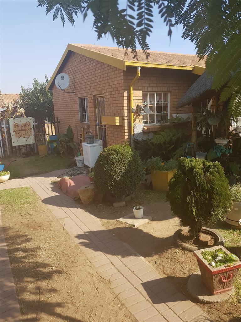 2 Bedroom House For Sale in Tasbet Park Chas Everitt